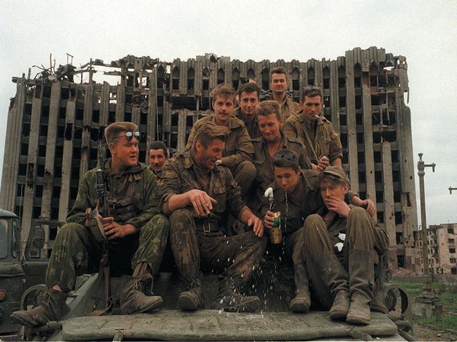 Lò thiêu người ở Tell Tamr: Màn ra mắt kiểu Nga của Quân đoàn 5 QĐ Syria? - Ảnh 1.