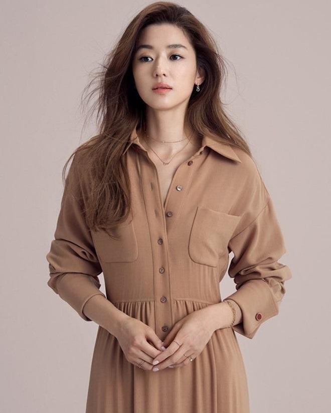 Cô nàng ngổ ngáo Jun Ji Hyun: Ngọc nữ vạn người mê thành con dâu gia tộc tài phiệt Hàn Quốc - Ảnh 4.