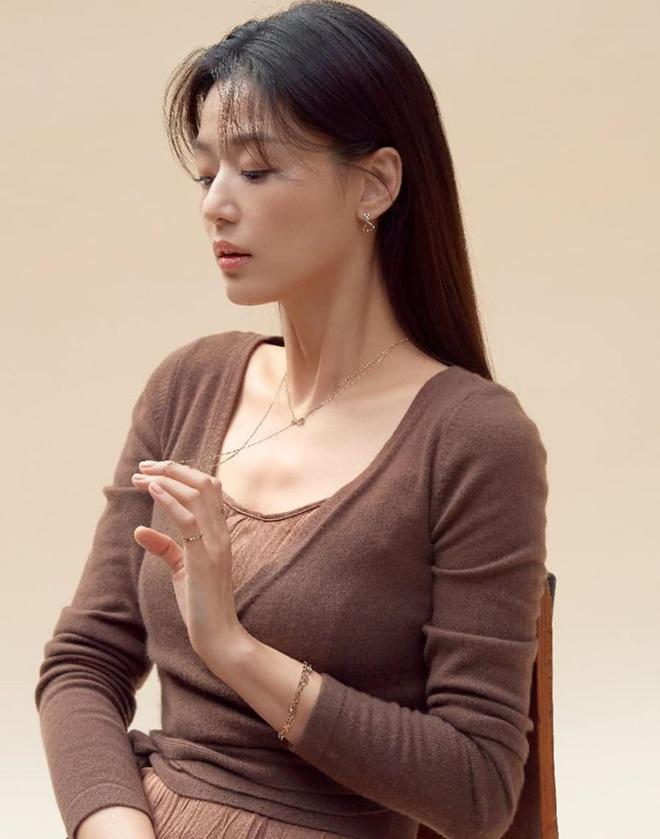 Cô nàng ngổ ngáo Jun Ji Hyun: Ngọc nữ vạn người mê thành con dâu gia tộc tài phiệt Hàn Quốc - Ảnh 2.