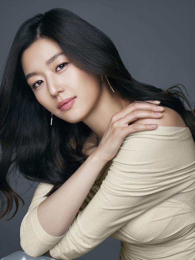 Cô nàng ngổ ngáo Jun Ji Hyun: Ngọc nữ vạn người mê thành con dâu gia tộc tài phiệt Hàn Quốc - Ảnh 13.