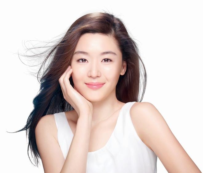 Cô nàng ngổ ngáo Jun Ji Hyun: Ngọc nữ vạn người mê thành con dâu gia tộc tài phiệt Hàn Quốc - Ảnh 1.