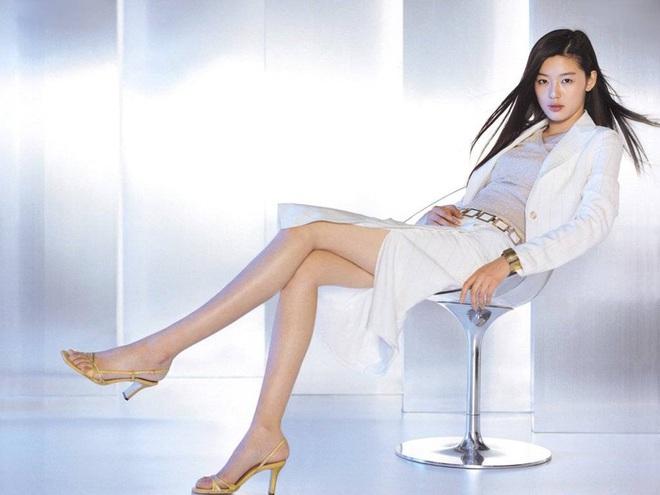 Cô nàng ngổ ngáo Jun Ji Hyun: Ngọc nữ vạn người mê thành con dâu gia tộc tài phiệt Hàn Quốc - Ảnh 16.