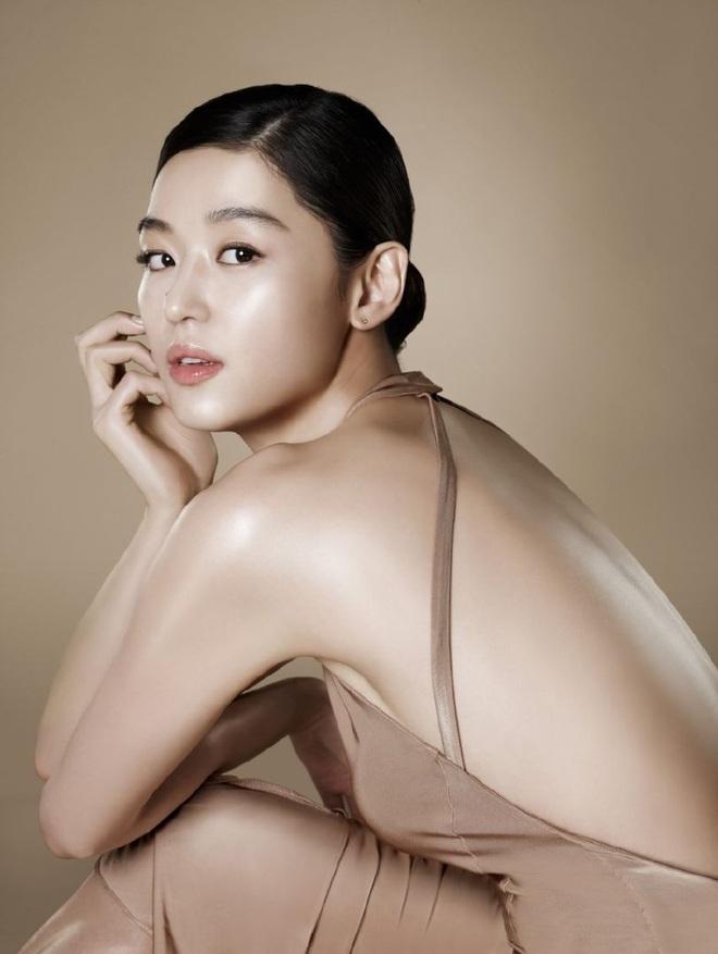 Cô nàng ngổ ngáo Jun Ji Hyun: Ngọc nữ vạn người mê thành con dâu gia tộc tài phiệt Hàn Quốc - Ảnh 17.