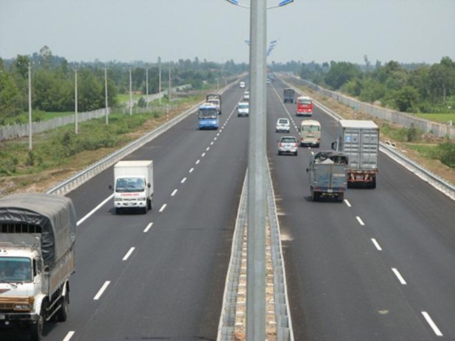 Những lỗi sơ đẳng khi đi trên đường cao tốc có thể gây tai nạn thảm khốc - Ảnh 1.
