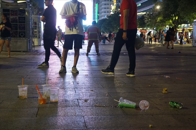 Việt Nam hạ gục UAE: Những cổ động viên không đi bão ở lại nhặt rác - Ảnh 4.