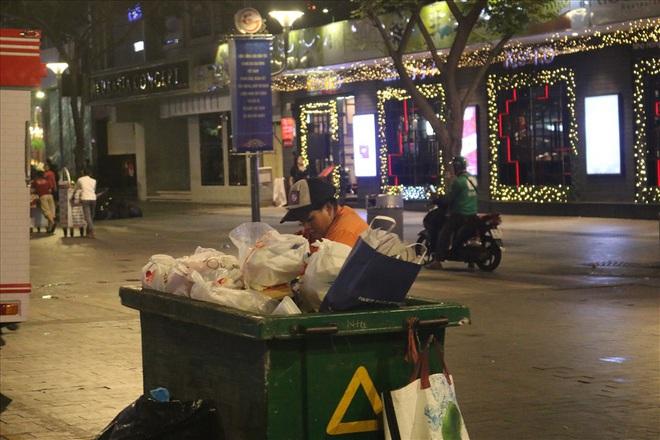 Việt Nam hạ gục UAE: Những cổ động viên không đi bão ở lại nhặt rác - Ảnh 9.