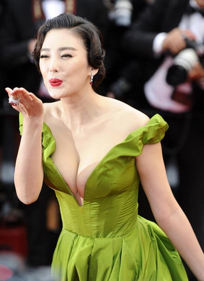 """Mỹ nhân """"phản bội"""" Châu Tinh Trì: 2 cuộc hôn nhân tai tiếng, gương mặt biến dạng vì thẩm mỹ - Ảnh 4."""