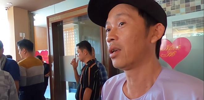 Hoài Linh: Tôi vẫn bình thường, uống một viên thuốc ngủ là nằm được tới 8 giờ sáng - Ảnh 1.
