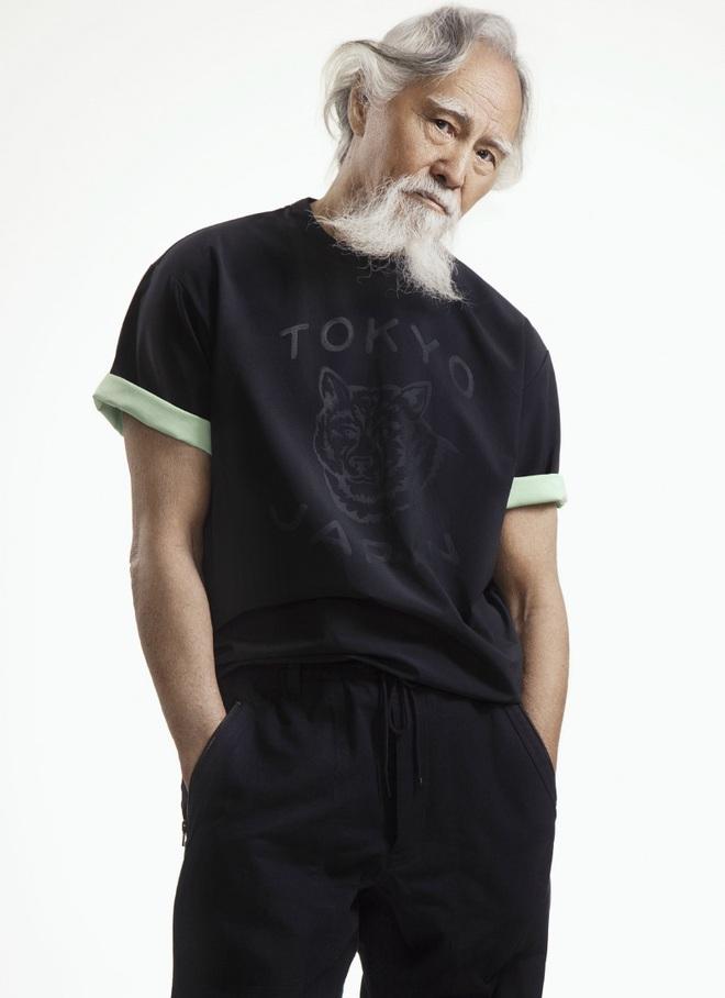 Tài tử đẹp lão nhất Trung Quốc: 83 tuổi vẫn tập gym, làm người mẫu, đóng cảnh hành động - Ảnh 2.