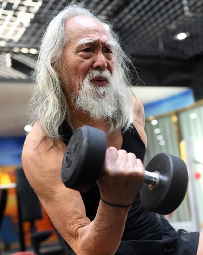 Tài tử đẹp lão nhất Trung Quốc: 83 tuổi vẫn tập gym, làm người mẫu, đóng cảnh hành động 1