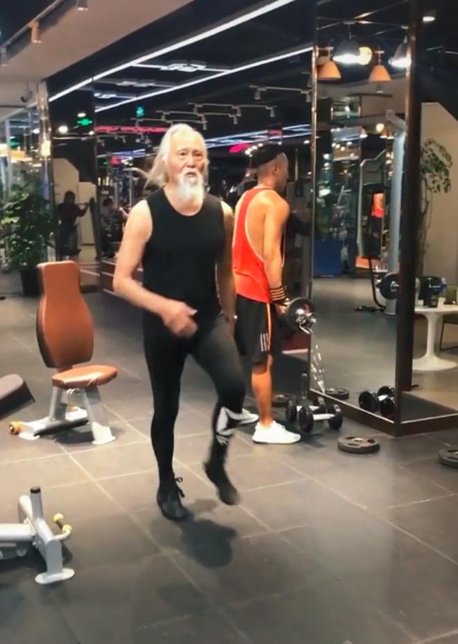 Tài tử đẹp lão nhất Trung Quốc: 83 tuổi vẫn tập gym, làm người mẫu, đóng cảnh hành động 2