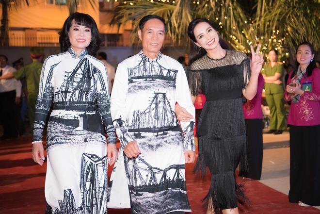 Dàn hoa hậu, á hậu xuất hiện xinh đẹp dự khai mạc Lễ hội Dừa Bến Tre - ảnh 7