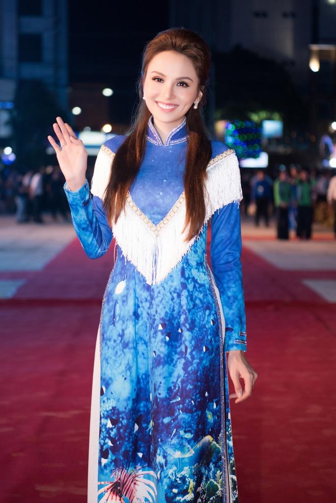 Dàn hoa hậu, á hậu xuất hiện xinh đẹp dự khai mạc Lễ hội Dừa Bến Tre - ảnh 5