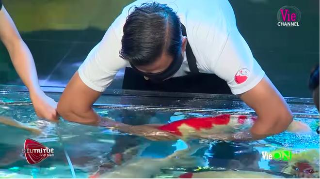 Siêu trí tuệ: Người đàn ông bịt mắt, truy tìm cá Koi bạc tỉ khiến tất cả không ngừng hồi hộp - ảnh 4