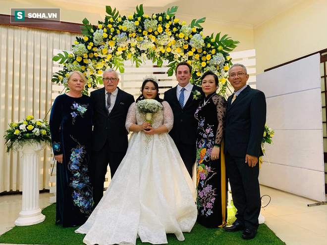 Con gái lấy chồng tây, nghệ sĩ Trung Dân: Tôi nói chuyện bằng tay mà nó hiểu hết - ảnh 1