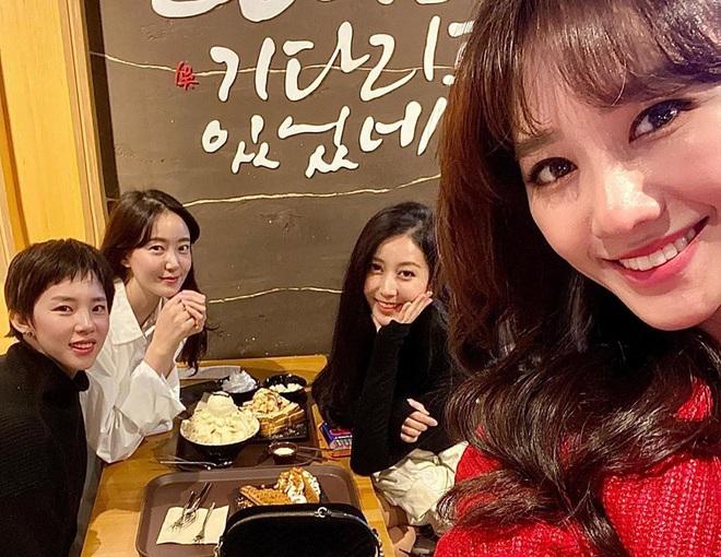Hội bạn thân Hàn Quốc của Hari Won: Toàn các cô gái xinh đẹp gây xao xuyến - Ảnh 2.