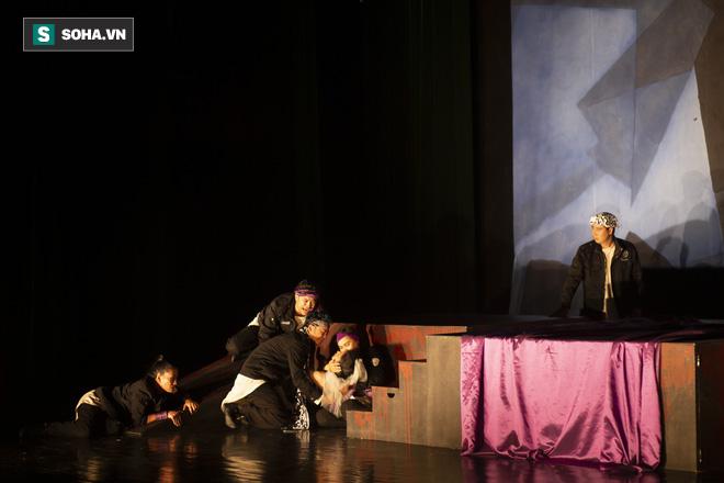Say vai, suýt siết cổ bạn diễn ngạt thở và một đêm căng thẳng của diễn viên Minh Cúc  - Ảnh 14.
