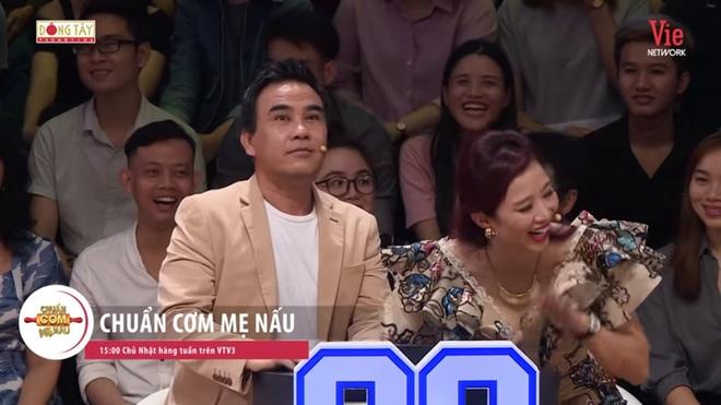NSND Hồng Vân: Quyền Linh lả lơi với người khác rồi nhờ tôi nhắn tin bảo vợ mình là chương trình nó thế - Ảnh 5.