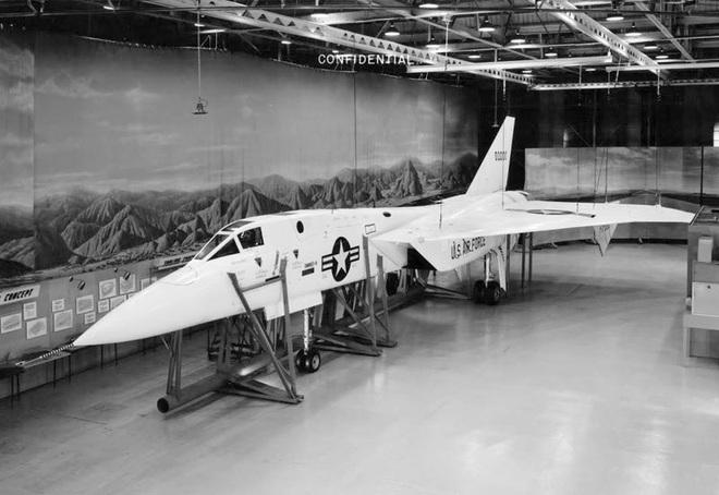 Siêu tiêm kích đánh chặn Mach 3 của Mỹ: Chưa chắc diệt nổi máy bay Nga, mà còn thảm bại trên chiến trường Việt Nam - ảnh 2