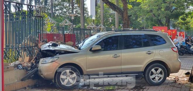 Xe ô tô điên tông hàng loạt người bị thương ở Hải Phòng - Ảnh 1.
