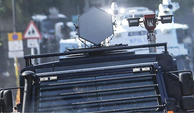 Bị cáo buộc lần đầu sử dụng súng âm thanh với người biểu tình, cảnh sát Hồng Kông: Đó không phải vũ khí! - Ảnh 2.