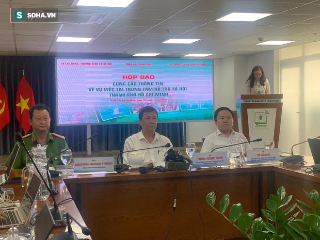 Họp báo vụ nhân viên Trung tâm hỗ trợ xã hội dâm ô: 6 bé gái tố cáo bị ông Nguyễn Tiến Dũng dâm ô qua cửa sổ - Ảnh 2.