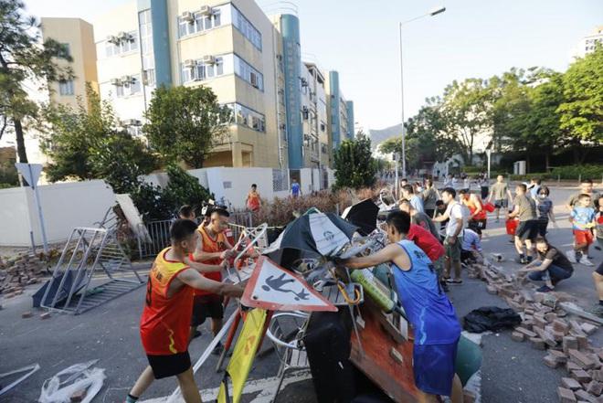 Sức mạnh thực sự của tốp binh sĩ Quân giải phóng nhặt gạch ở Hồng Kông đáng sợ đến mức nào? - Ảnh 2.