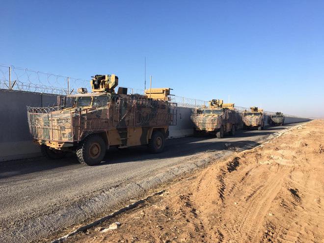 CẬP NHẬT: Người Kurd bủa vây tấn công, xe bọc thép Nga bốc cháy - QĐ Syria thiệt hại nặng, mất 3 phi công? - Ảnh 1.