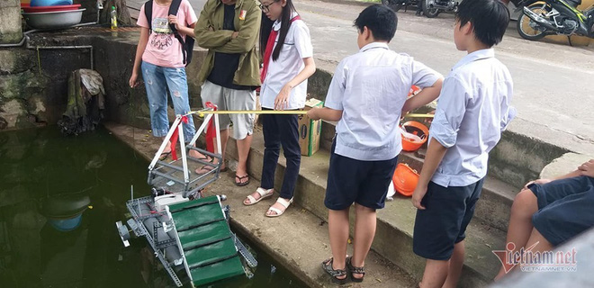 Thầy giáo bỏ việc nghìn đô, giúp học sinh làm thuyền vớt rác - Ảnh 4.