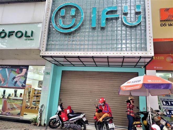 IFU đóng loạt cửa hàng giữa tâm bão âm thầm tráo nhãn mác quần áo - Ảnh 2.