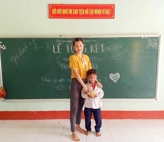 Cô giáo xuất hiện trong bức ảnh đẹp nhất mùa khai giảng 2019: Lần đầu thấy trường đã bật khóc - Ảnh 9.