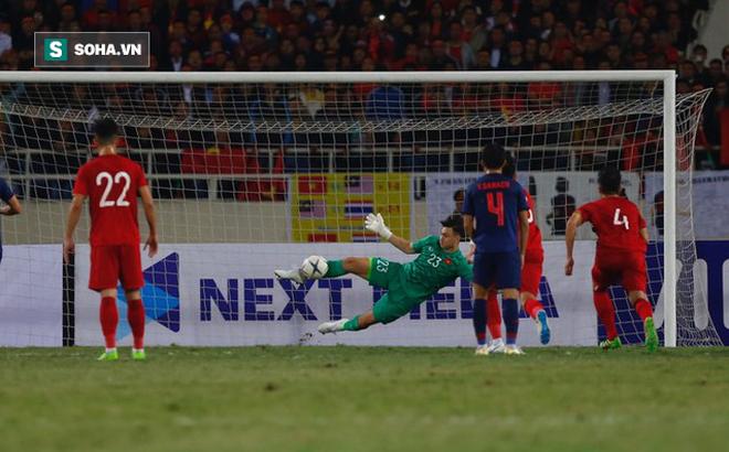 """Báo châu Á thán phục, dùng từ """"chói lọi"""" để mô tả pha cản phá penalty của Đặng Văn Lâm"""