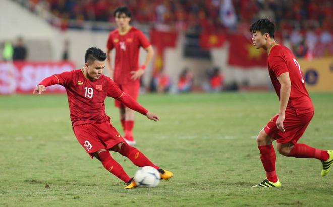 """HLV Park Hang-seo trao """"ấn kiếm"""" cho Quang Hải, Tiến Linh, Thanh Thịnh trước thềm SEA Games"""