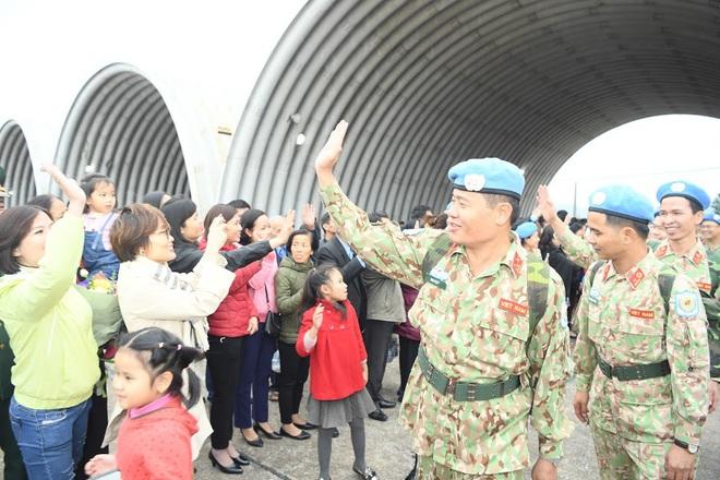 Cảm động lễ tiễn quân nhân lên đường thực hiện nhiệm vụ gìn giữ hòa bình tại Nam Sudan - Ảnh 11.