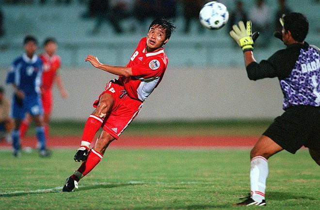 Kỷ lục khó xô đổ của bóng đá Việt Nam và nỗi đau day dứt bởi độc chiêu từ người Thái - Ảnh 2.