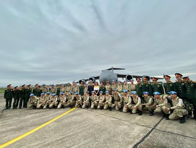 Cảm động lễ tiễn quân nhân lên đường thực hiện nhiệm vụ gìn giữ hòa bình tại Nam Sudan - Ảnh 1.