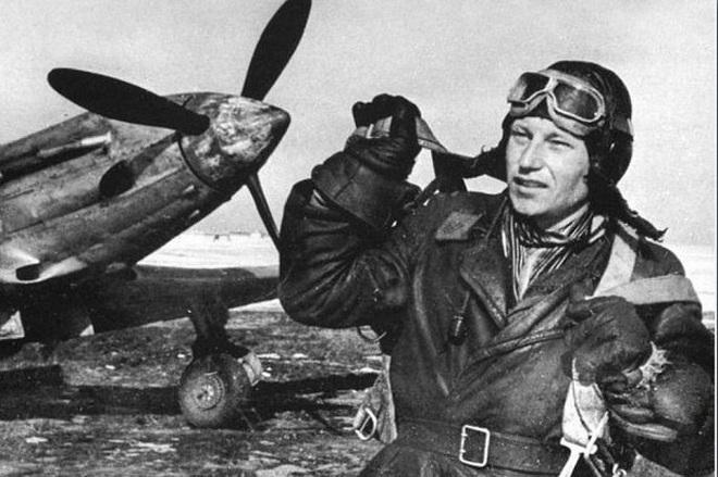 Phi công duy nhất trong lịch sử được cả Hitler và Stalin trọng thưởng - Ảnh 1.