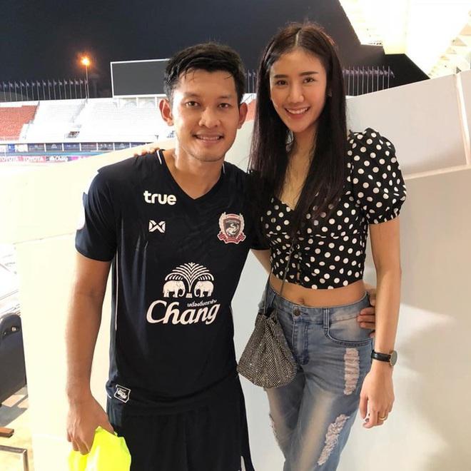 Ngắm dàn WAGs xinh đẹp của tuyển Thái Lan trước trận quyết đấu với Việt Nam - Ảnh 14.