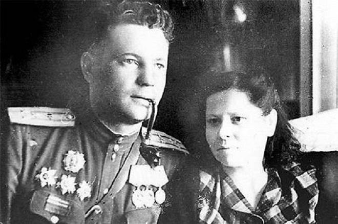 Phi công duy nhất trong lịch sử được cả Hitler và Stalin trọng thưởng - Ảnh 3.