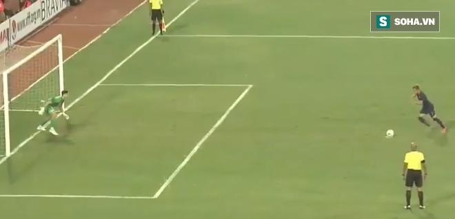 Trọng tài tước bàn thắng của Việt Nam, nhưng cũng cứu Văn Lâm khỏi một bàn thua trông thấy - Ảnh 3.
