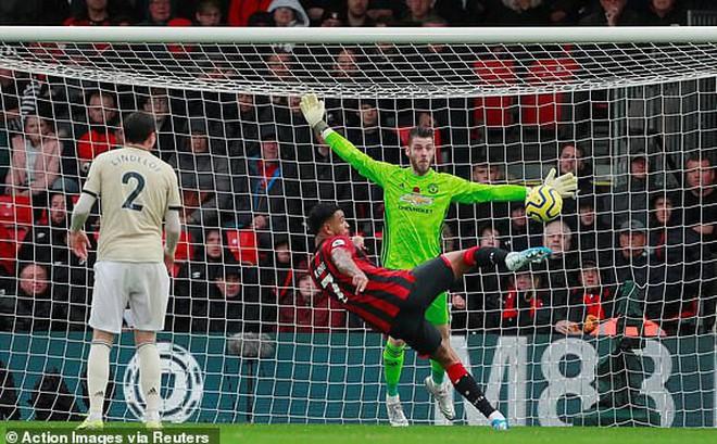 """Sai lầm """"chết người"""", Man United gục ngã muối mặt trước đối thủ chiếu dưới"""