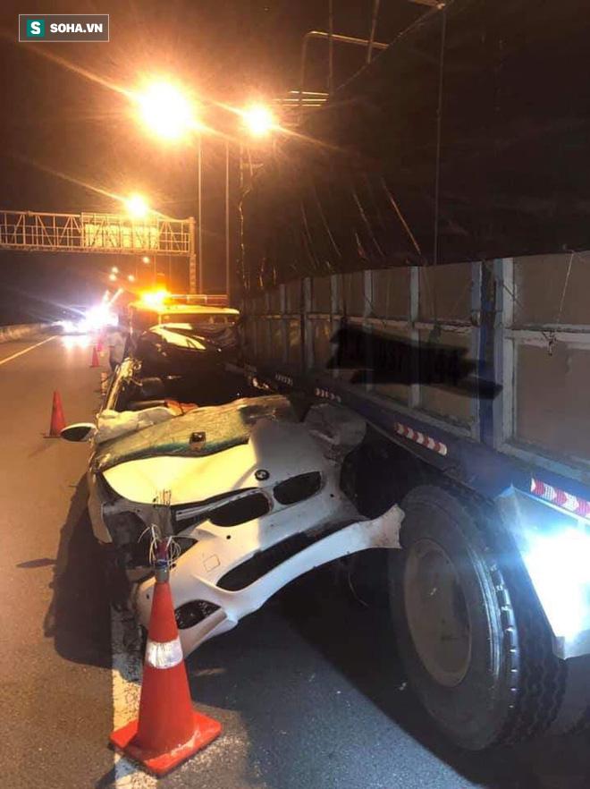 Ô tô BMW dính chặt vào đuôi xe tải trên cao tốc Long Thành, tài xế lái xe sang tử vong tại chỗ - Ảnh 1.