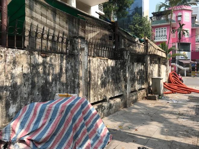 Bên trong căn biệt thự kiểu Pháp hoang tàn trên đất vàng Hà Nội trở thành nơi gửi xe - Ảnh 21.