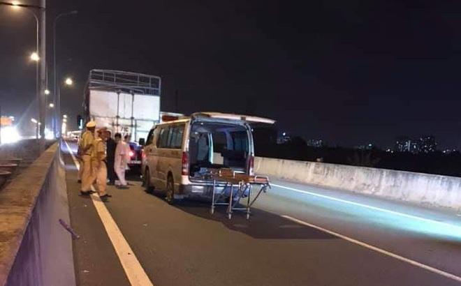 Ô tô BMW dính chặt vào đuôi xe tải trên cao tốc Long Thành, tài xế lái xe sang tử vong tại chỗ