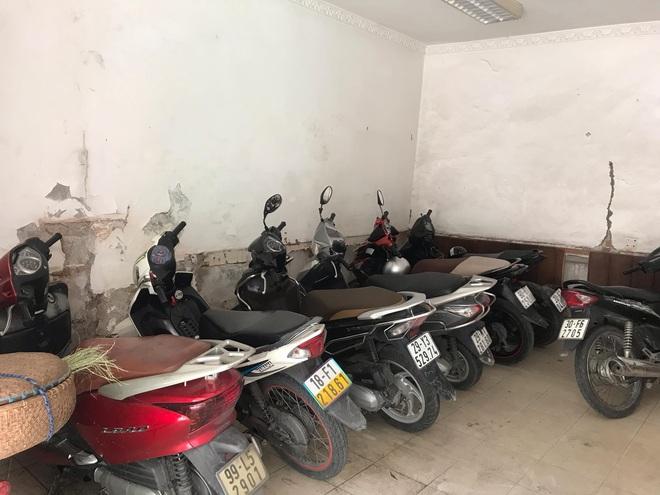 Bên trong căn biệt thự kiểu Pháp hoang tàn trên đất vàng Hà Nội trở thành nơi gửi xe - Ảnh 18.