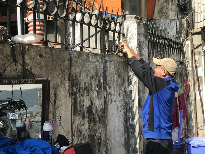 Bên trong căn biệt thự kiểu Pháp hoang tàn trên đất vàng Hà Nội trở thành nơi gửi xe - Ảnh 2.