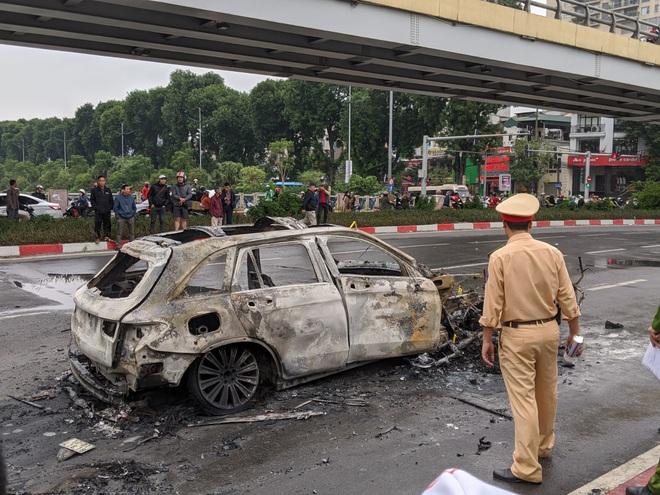 Nữ sinh may mắn thoát chết kể lại giây phút bị xe Mercedes đâm trúng rồi bốc cháy dữ dội - Ảnh 1.