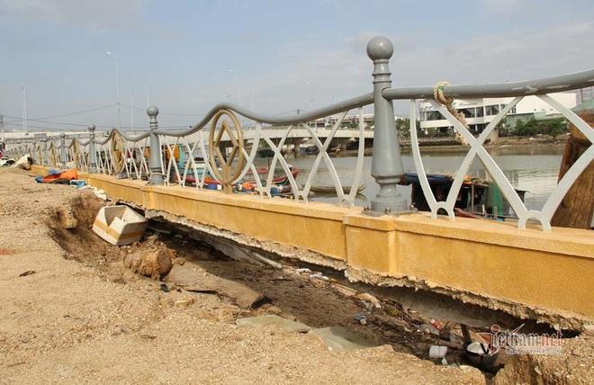 Kè sông gần 12 tỷ đồng rỗng ruột, đổ tuột xuống sông - Ảnh 1.