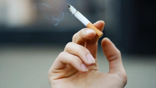 Sốc với hình ảnh lá phổi đen như than của người đàn ông 52 tuổi hút thuốc lá trong suốt 30 năm - Ảnh 4.