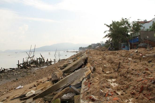 Kè sông gần 12 tỷ đồng rỗng ruột, đổ tuột xuống sông - Ảnh 6.